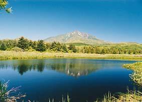 南原湿原から利尻岳を望む